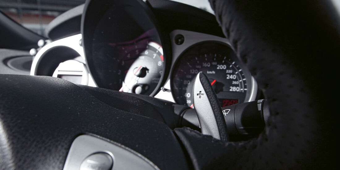 Nissan 370Z Roadster, Rundinstrumente