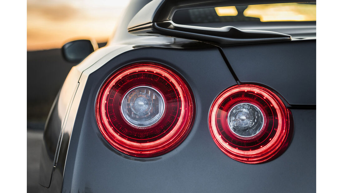 Nissan GT-R 2016, Front