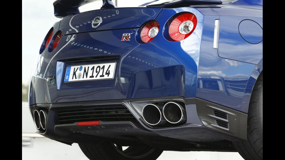 Nissan GT-R, Auspuff, Endrohr