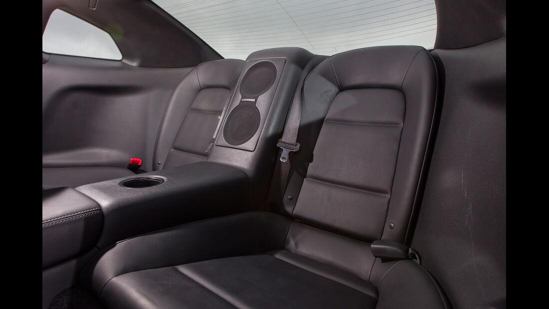 Nissan GT-R Black Edition, Fond