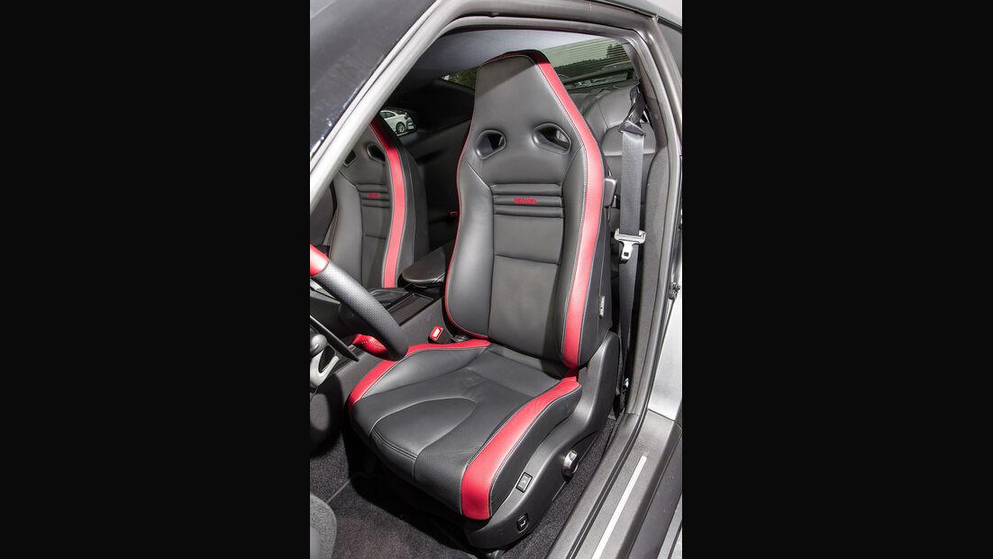 Nissan GT-R Black Edition, Sitz