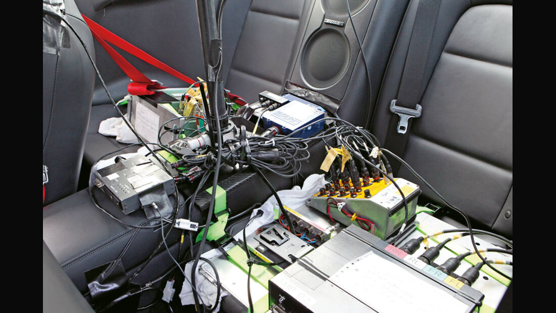Nissan GT-R CBA-R35, Messinstrumente