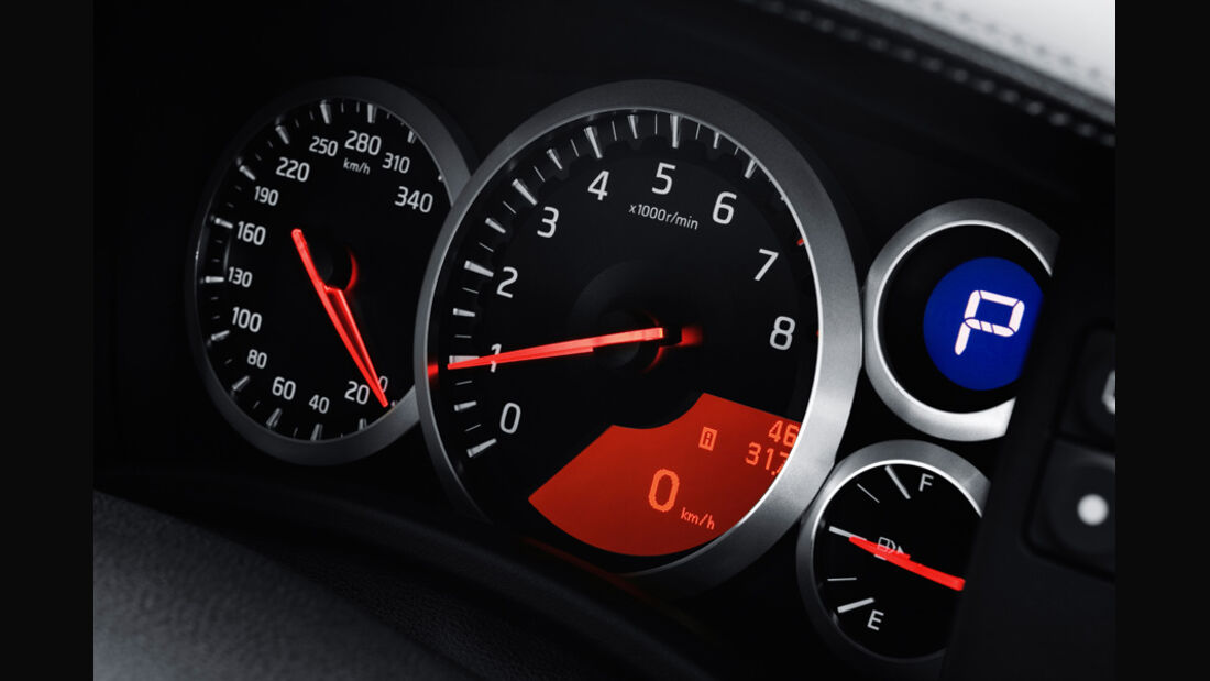 Nissan GT-R CBA-R35, Rundinstrumente