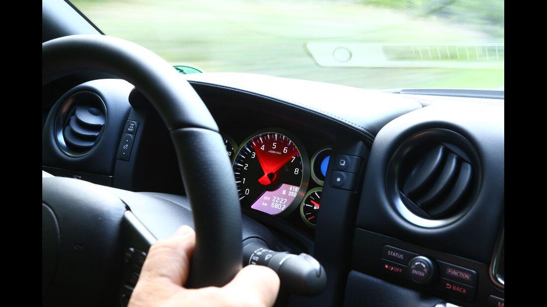 Nissan GT-R, Cockpit, Anzeigen