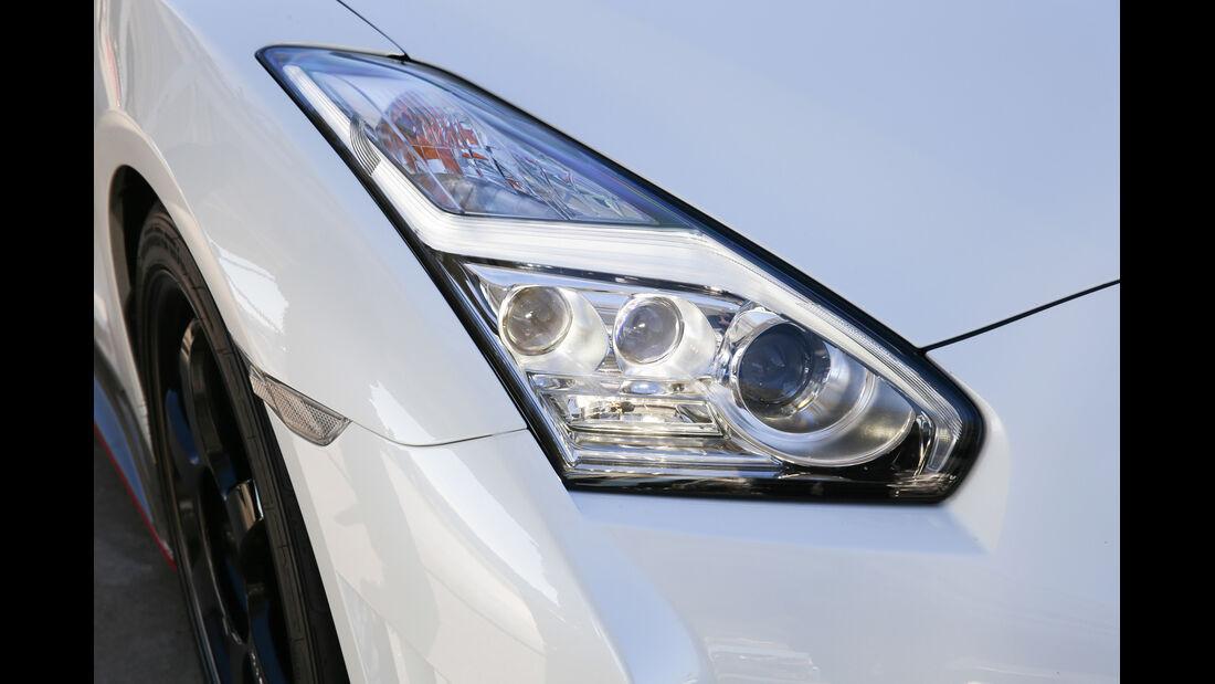 Nissan GT-R, Frontscheinwerfer