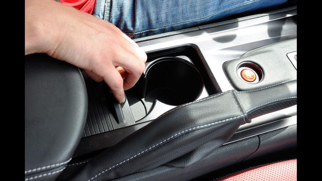 Nissan GT-R, Getränkehalter