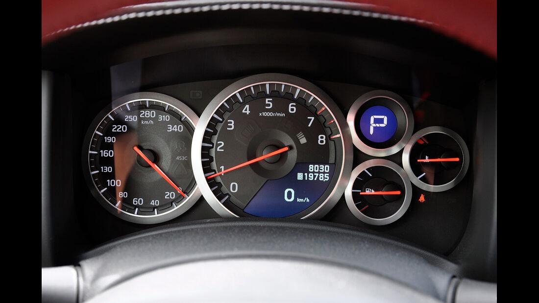 Nissan GT-R, Instrumente