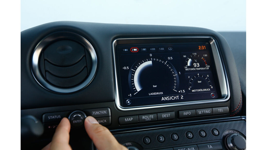 Nissan GT-R Nismo, Display, Infotainment