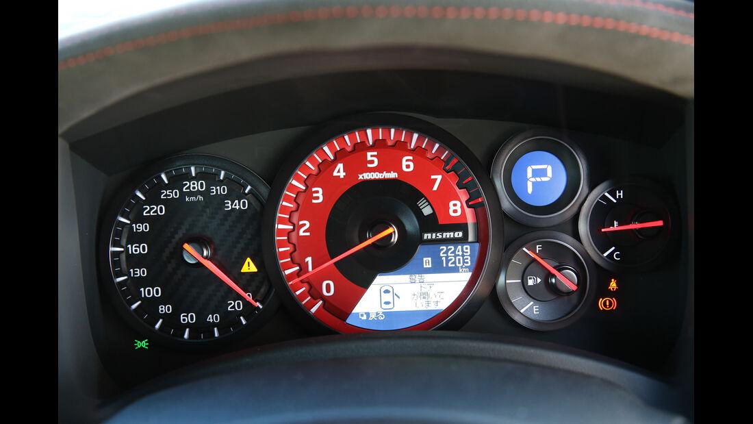 Nissan GT-R, Rundinstrumente