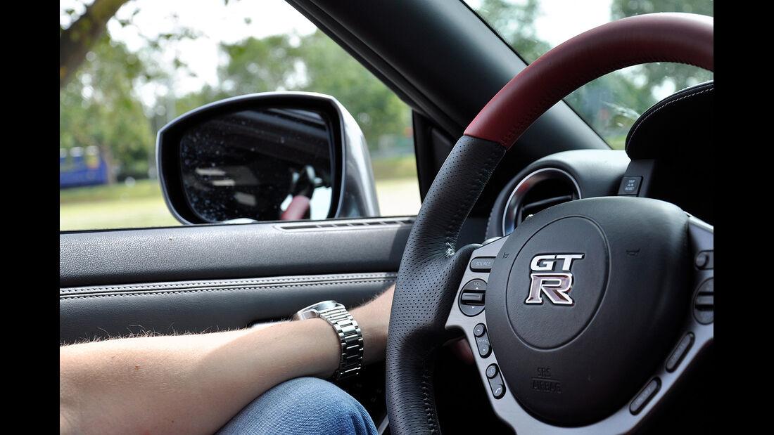 Nissan GT-R, Seitenspiegel klappbar