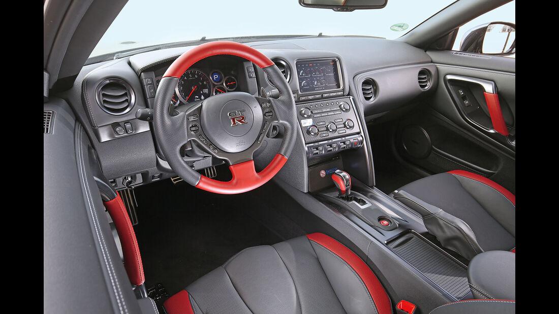 Nissan GT-R Track Edition, Cockpit
