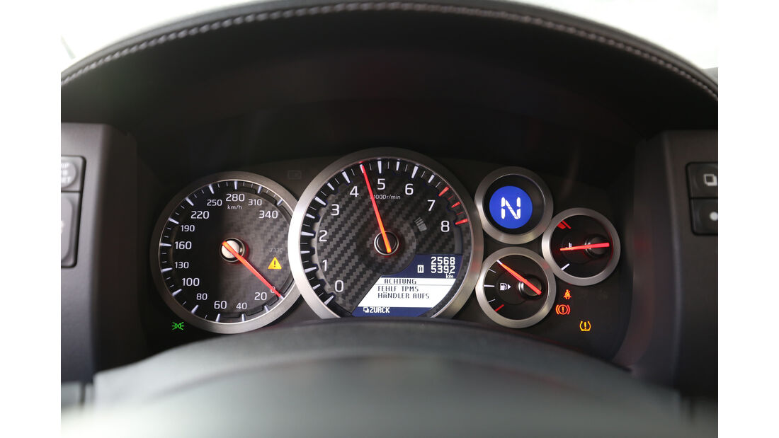 Nissan GT-R Track Edition, Rundinstrumente