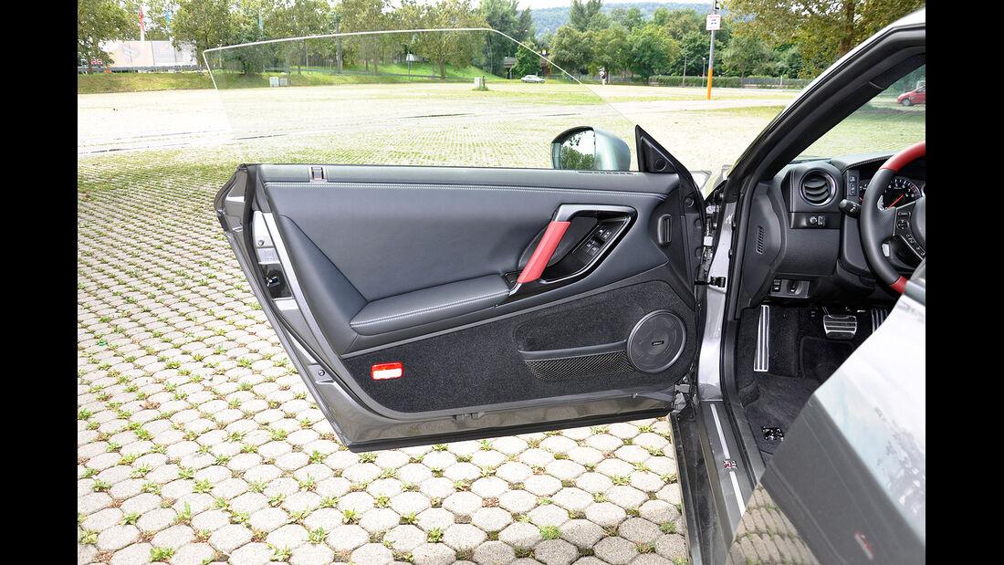 Nissan GT-R, Türverkleidung