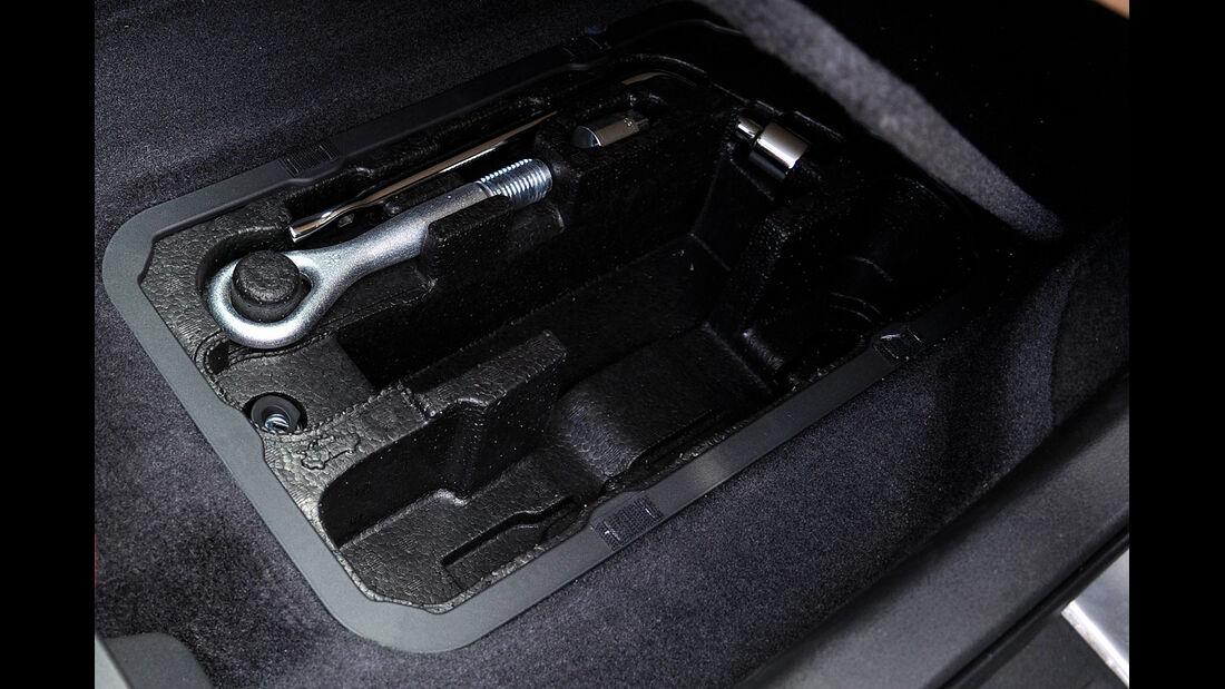Nissan GT-R, Werkzeug