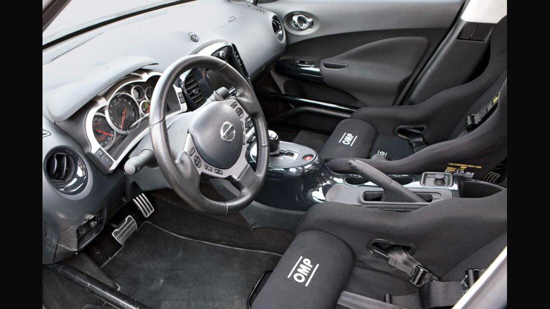 Nissan Juke-R, Cockpit