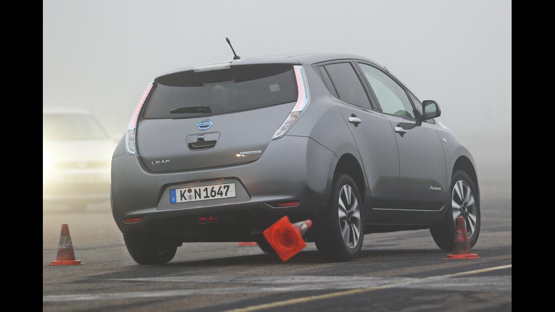 Nissan Leaf, Heckansicht, Slalom