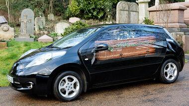 Nissan Leaf Leichenwagen Elektroauto