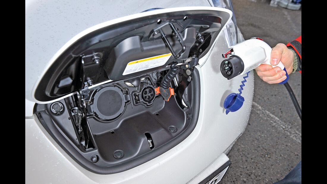 Nissan Leaf, Stromzufuhr, Anschluss