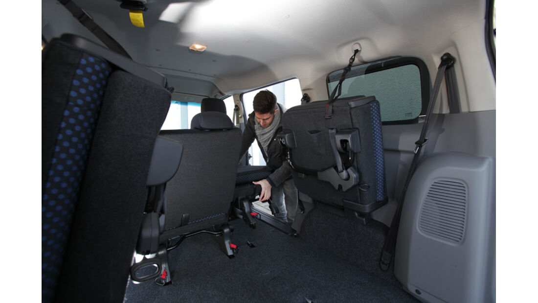 Nissan NV 200 Evalia dCi 110, Rücksitze, umklappen