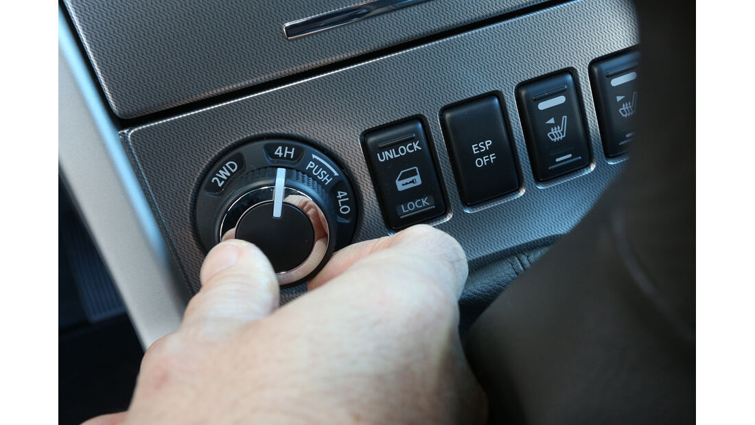 Nissan Navara 2.5 dCi, Bedienelemente