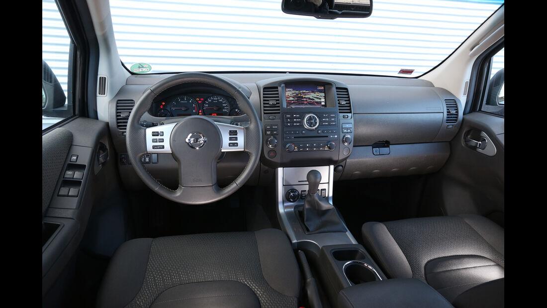 Nissan Navara 2.5 dCi, Cockpit