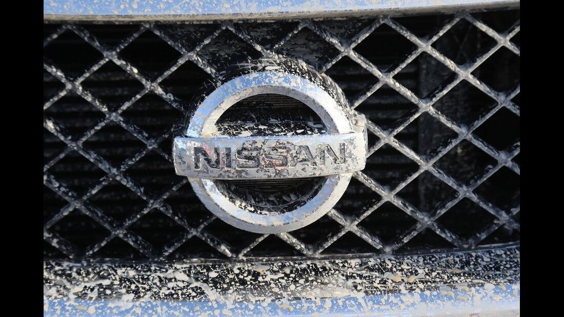 Nissan Navara 2.5 dCi, Emblem, Kühergrill