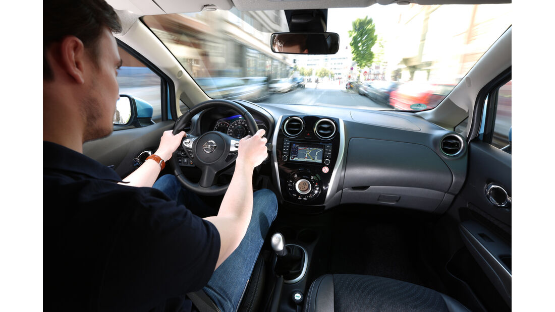 Nissan Note 1.2 Dig-S TEKNA, Cockpit, Fahrersicht