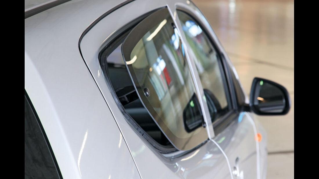 Nissan Pixo, Ausstellfenster