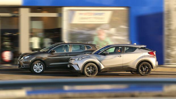 Nissan Qashqai 1.2 DIG-T, Toyota C-HR 1.2 T, Seitenansicht