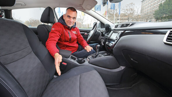 Nissan Qashqai 1.6dCi 4x4, Cockpit, Marcus Peters
