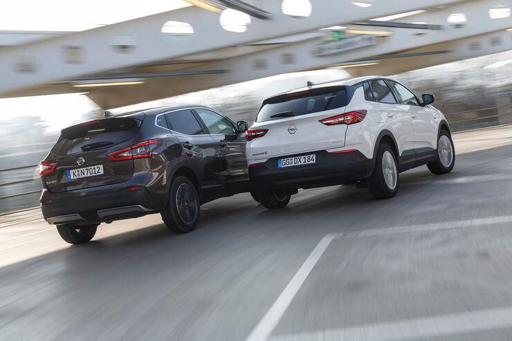 Nissan Qashqai 1 3 Dig T Und Opel Grandland X 1 2 Di Turbo