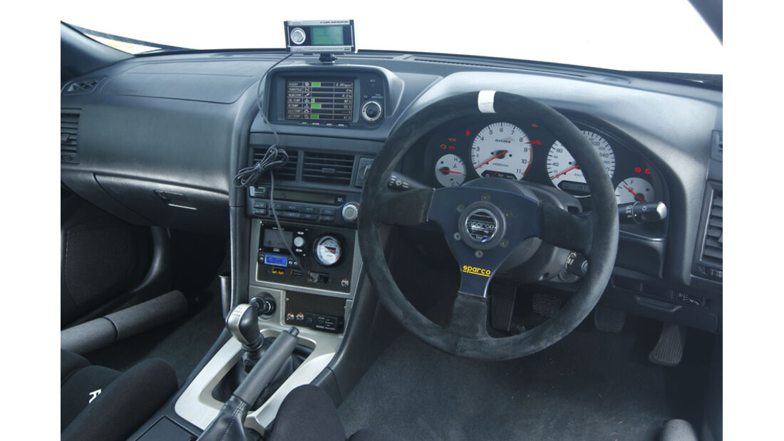 Nissan Skyline GT-R BNR34, Cockpit