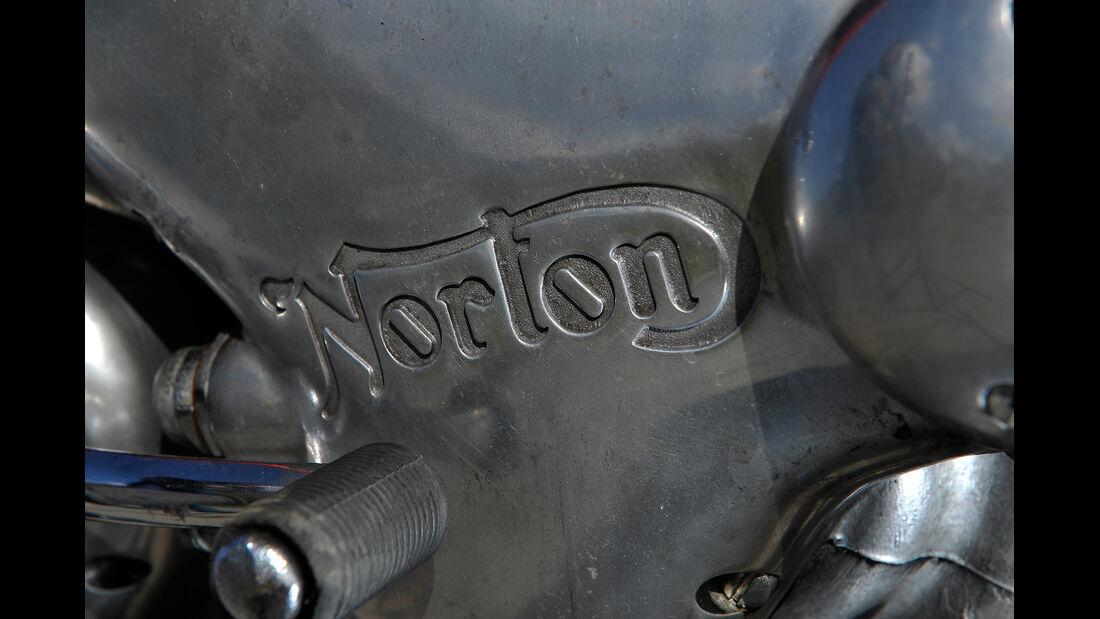 Norton 850 Commando, Emblem, Detail