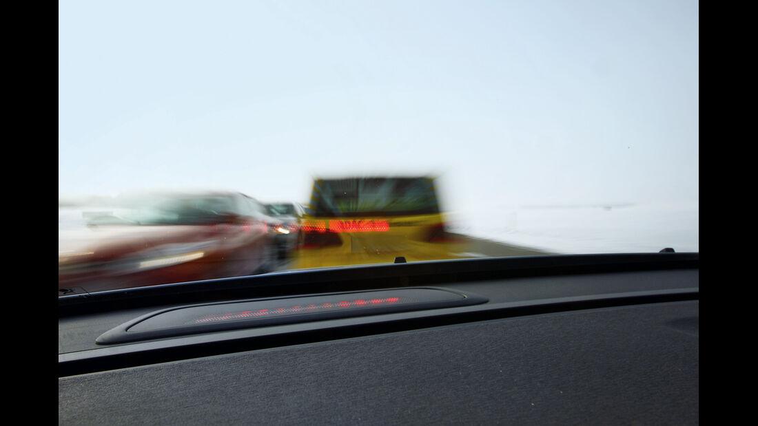 Notbremsassistenten, Fahrersicht