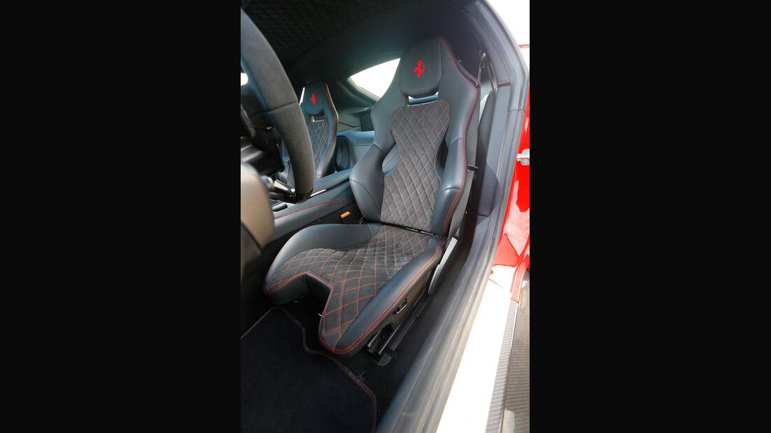Novitec-Ferrari F12 N-Largo, Fahrersitz