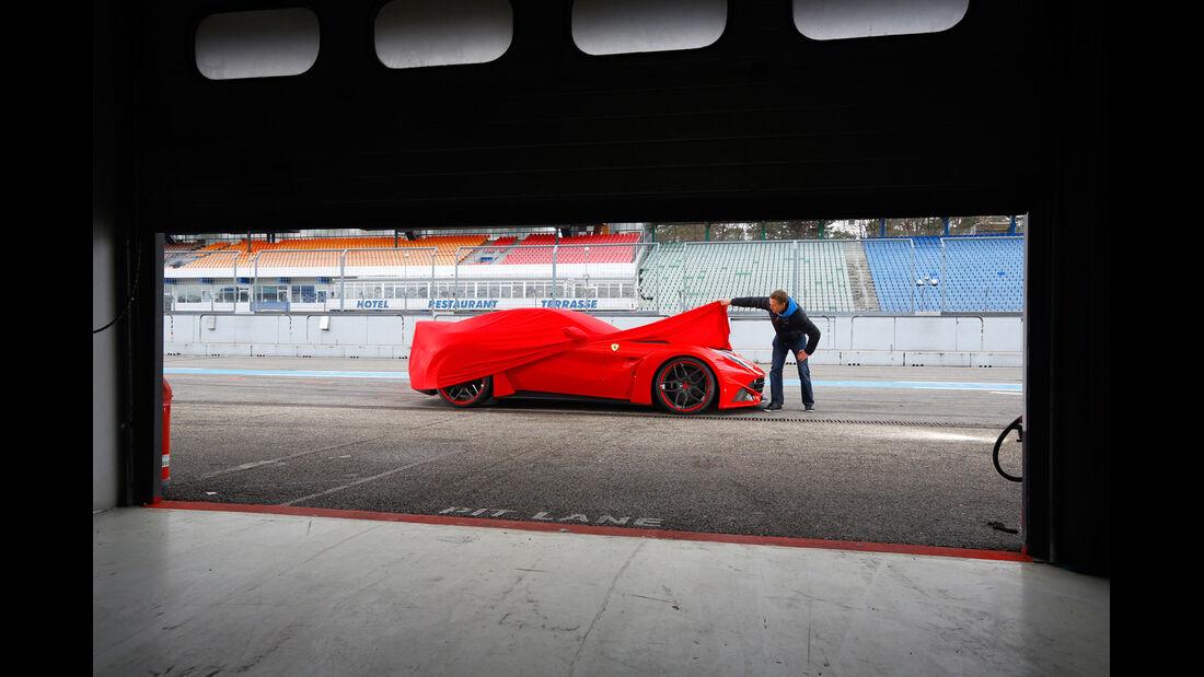 Novitec-Ferrari F12 N-Largo, Seitenansicht, Gargagentür