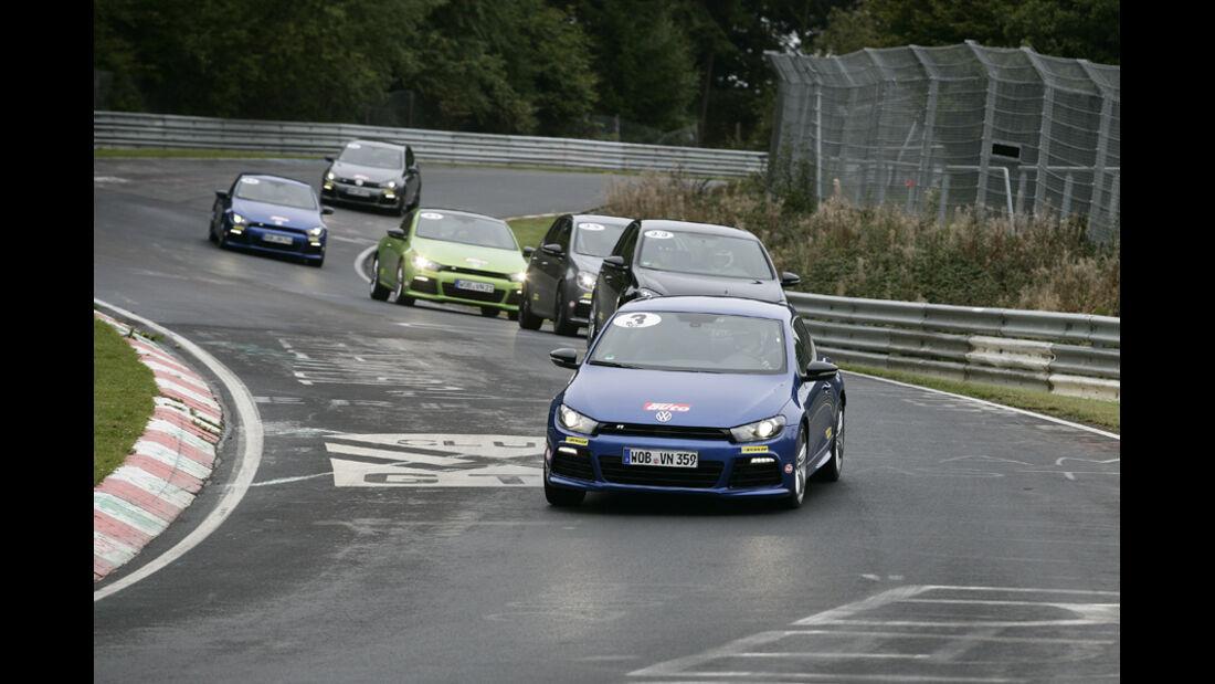 Nürburgring, VW R-Fahrzeuge auf der Rennstrecke