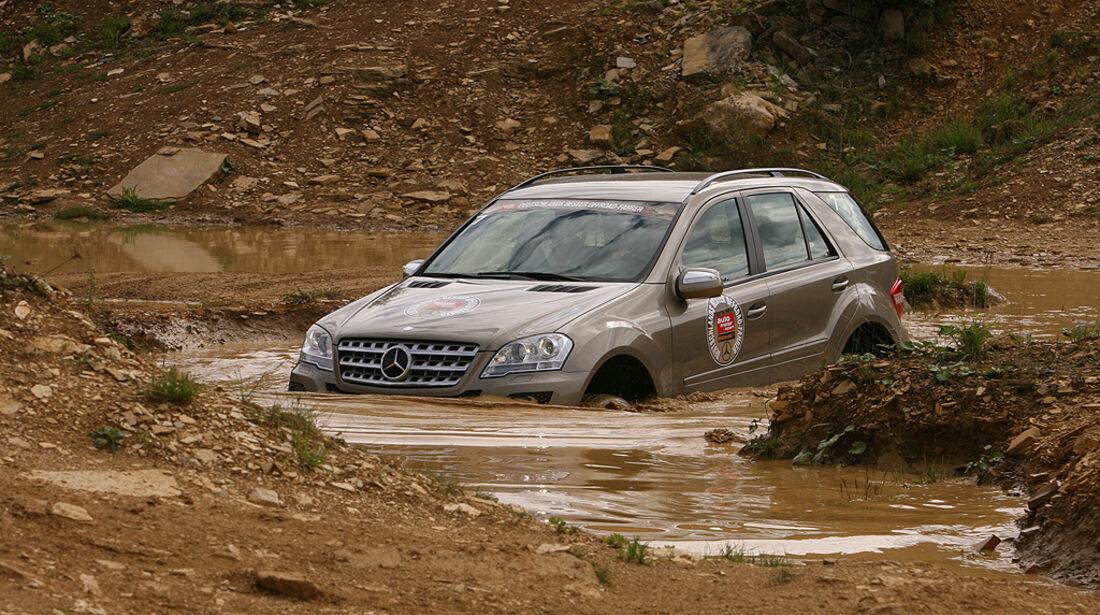 Offroad-Challenge 2010, Mercedes ML, Wasserdurchfahrt