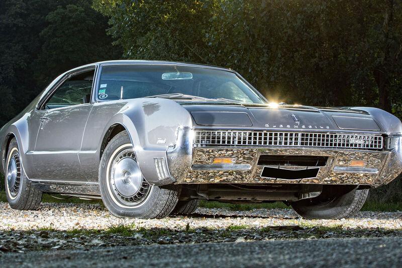 Oldsmobile Toronado Hardtop Deluxe (1967)