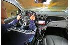 Opel Adam 1.0 DI Turbo Rocks, Fahrersicht, Cockpit