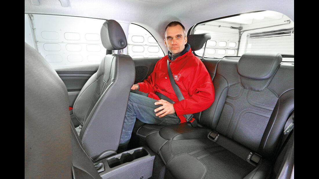 Opel Adam 1.4, Rücksitz, Beinfreiheit