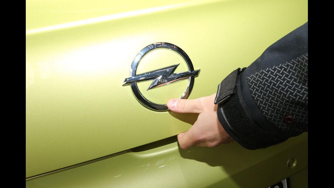 Opel Adam, Emblem