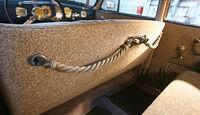 Opel Admiral, Rückbank mit Haltekordeln