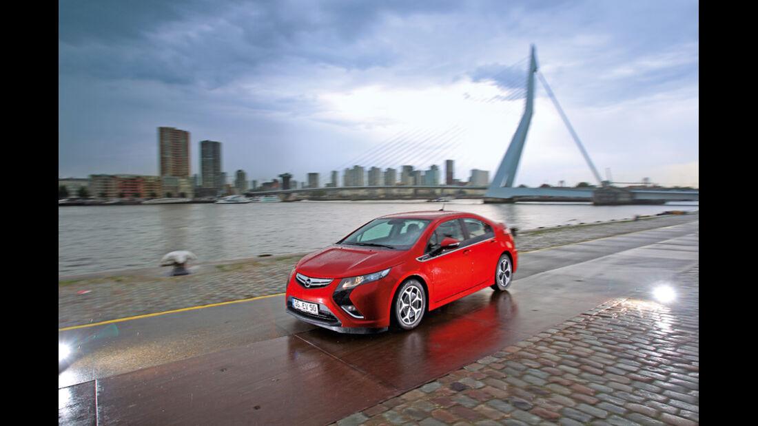 Opel Ampera, Seitenansicht, Skyline