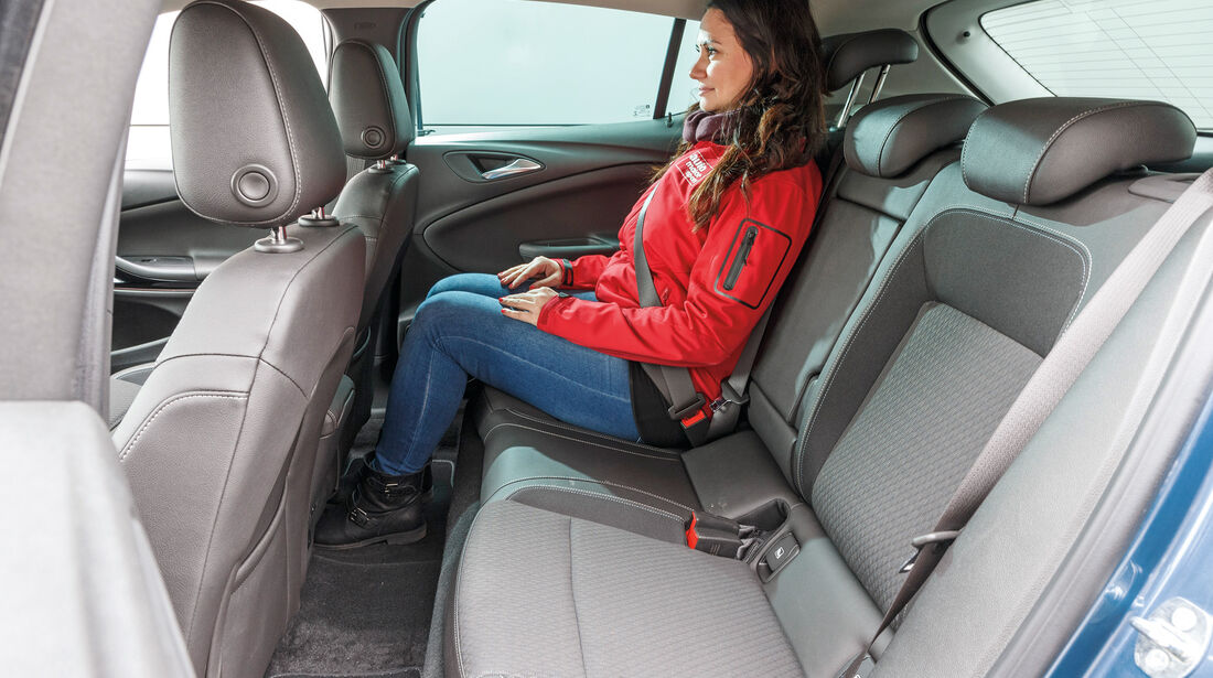 Opel Astra 1.4 DI Turbo, Fondsitze