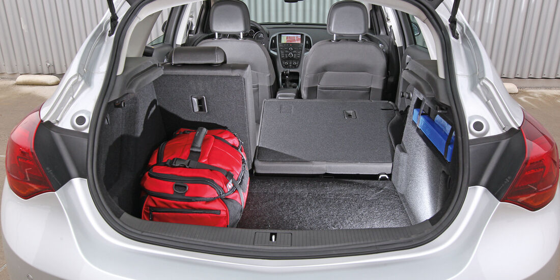 Opel Astra 1.4 Turbo Fun,  Rücksitz, Beinfreiheit