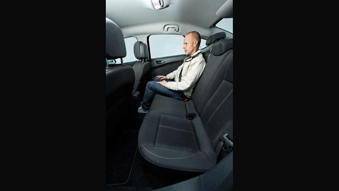 Opel Astra 1.7 CDTi Ecoflex, Rücksitz, Beinfreiheit