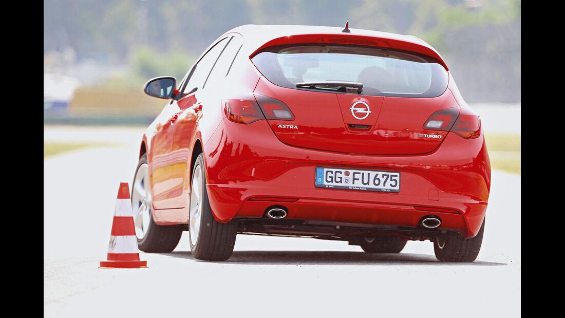 Opel Astra 2.0 CDTi Biturbo, Heckansicht