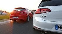 Opel Astra 2.0 CDTi Biturbo, VW Golf GTD, Heckansicht