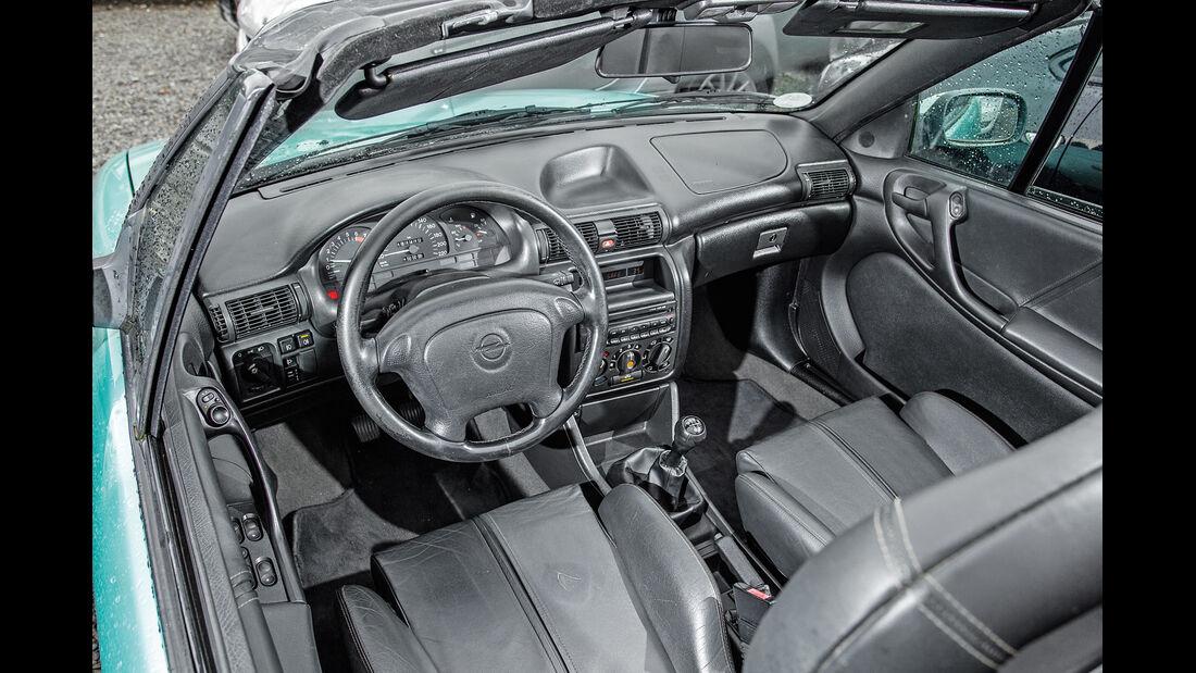 Opel Astra Cabrio 1.6i Bertone Edition, Cockpit